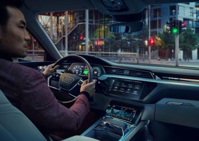 e-tron - L'elettrico ora è Audi - Inside